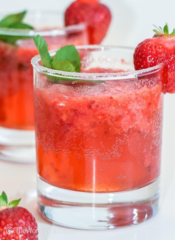fresh strawberry mojito mocktail non-alcoholic